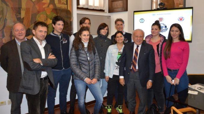 relatori-e-studentesse-che-partecipano-al-progetto driving challenge