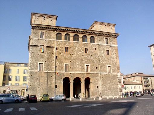 Terni, allarme pacco bomba a Palazzo Spada, tanta paura, ma emergenza cessata