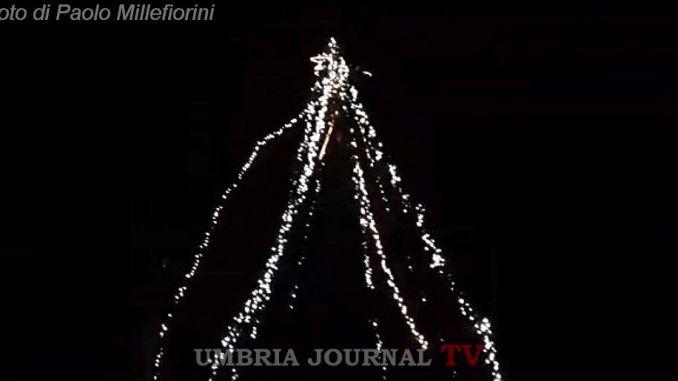 Norcia, acceso il primo albero di Natale nella frazione di San Pellegrino