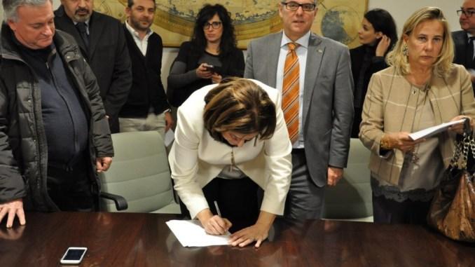 Terremoto, si avvia ufficio speciale per la ricostruzione, firmata convenzione regione-comuni