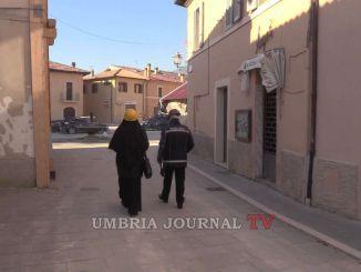 Norcia, Tajani e Curcio visitano la città, un singolare incontro nella zona rossa VIDEO