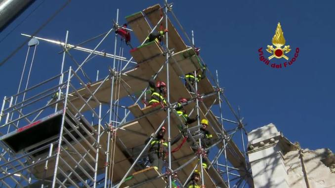 Terremoto, a Norcia aperta anche Porta Ascoli, si riduce zona rossa
