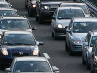 Incidente stradale a Collestrada, auro si ribalta, un ferito lieve
