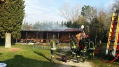 Incendio abitazione di famiglia cinese in località La Bruna a Perugia, illesa donna e due bimbe FOTO
