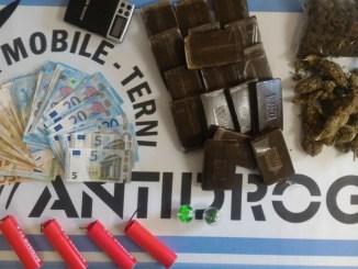 Squadra mobile arresta spacciatore di Terni, sequestrati due chili e mezzo di droga