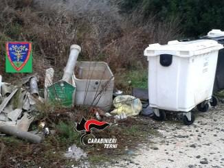 Rifiuti abbandonati ad Amelia 13 sanzioni dei carabinieri forestali