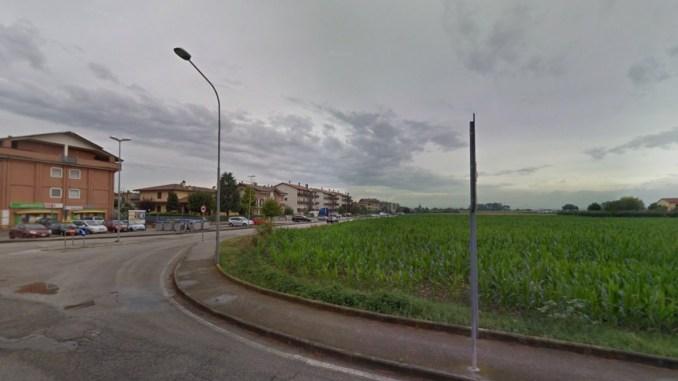 Giovane donna picchiata in pieno giorno davanti a tutti, accade a Bastia Umbra