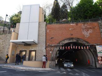 Ascensori galleria Kenney a Perugia, dopo sue giorni, sono già fermi
