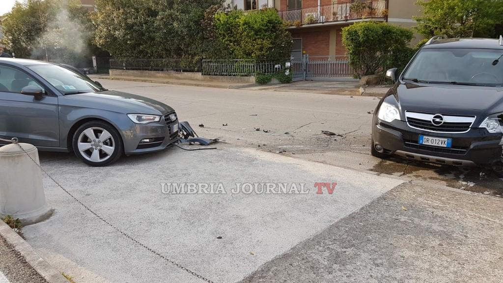 Incidente stradale a Bastia Umbra, scontro tra due auto e una persona perde i sensi