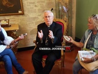 """Presidente Cei Bassetti scherza coi giornalisti: """"Mi dovrete ancora sopportare"""""""