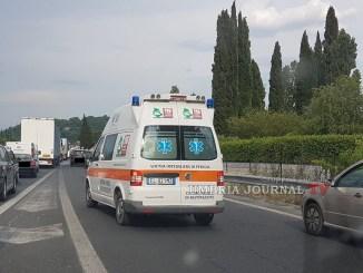 Incidente su E45, guida contromano si scontra con auto, due feriti