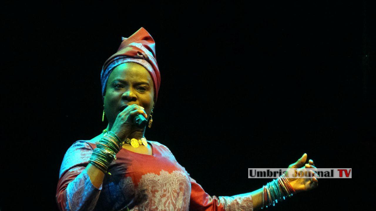 Angelique Kidjo (2)