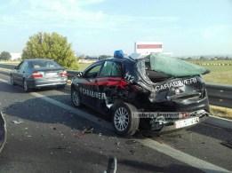 incidente-distrutta-auto-dei-carabinieri (2)