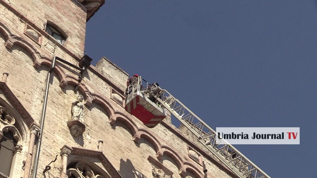 Allarme incendio in Centro storico a Perugia, vigili del fuoco in azione