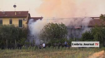 Esplosione e incendio a bastiola di bastia umbra (3)