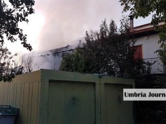 Esplosione abitazione a Bastia Umbra, tre anziani salvati da un vigile del fuoco [FOTO]