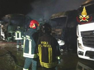 Esplosione e incendio a Ponte San Giovanni, fiamme nel magazzino Fioroni