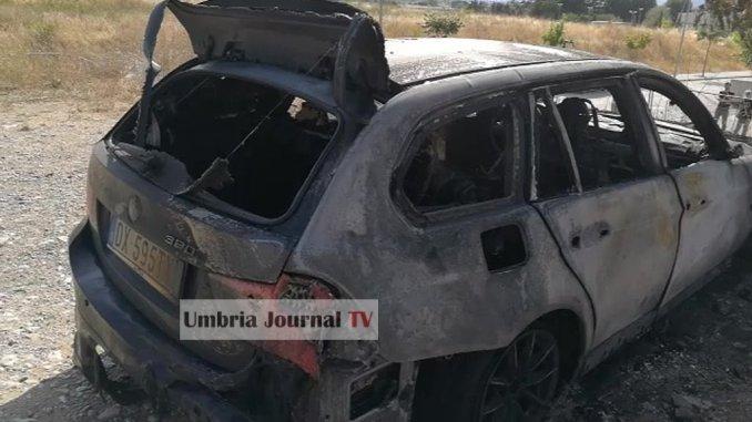 Incendio al Polo Unico ospedaliero, vicino a Medicina, a fuoco cinque auto