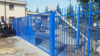 cancello-blu-rione-portella (5)