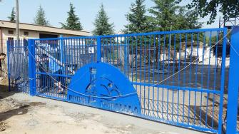 cancello-blu-rione-portella (6)