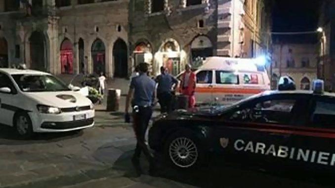 Rissa nella notte a Perugia in piazza IV Novembre, ferito un tunisino