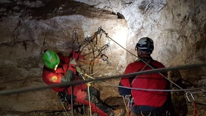 Soccorso nelle grotte, il Sasu come lavora e come si allena? Guardate