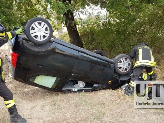 Incidente stradale lungo la Strada dei Loggi a Perugia, donna in ospedale [FOTO]