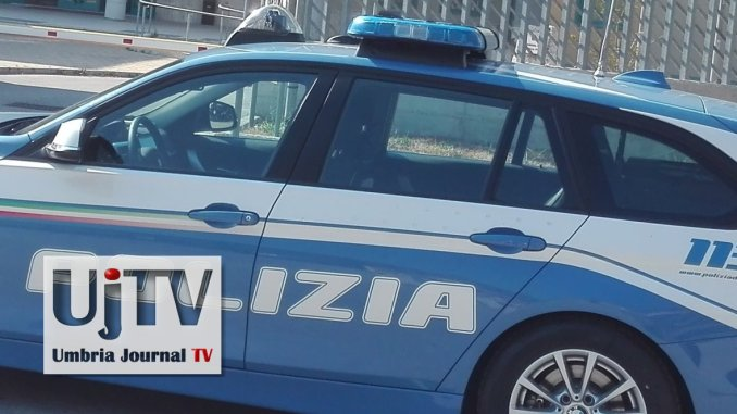 Nasconde hashish nell'intercapedine di un muro, arrestato