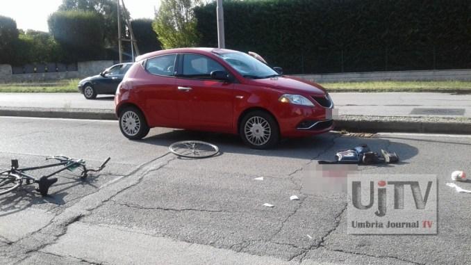 Incidente stradale a Bastia Umbra, uomo in sella a una bicicletta investito, ferito