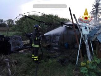 Incendio rimessa agricola a Balanzano, distrutti vari attrezzi