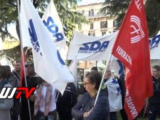I lavoratori della SDA oggi hanno protestatosotto la prefettura di Perugia