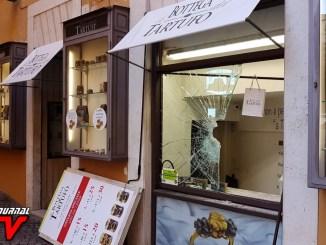 Perugia, spaccate in centro, PD Umbria, il solito ritornello