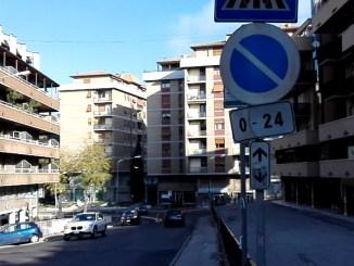 Perugia, segnaletica orizzontale mancante in via della Pallotta