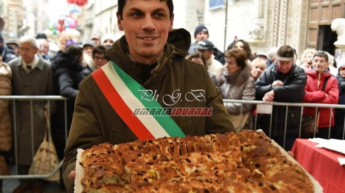 Festa San Costanzo tra Fiera Grande e torcolo in corso Vannucci