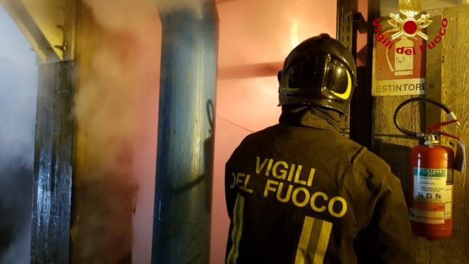 Incendio in vetreria a Piegaro per fuoriuscita di vetro fuso