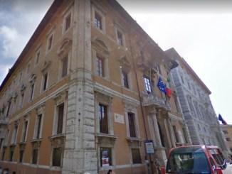 Bandi per sei dirigenti, Direu risponde al consigliere De Vincenzi