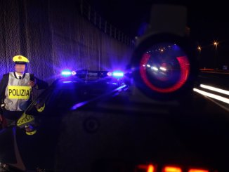 Camionista rapinato e sequestrato in Umbria da finti agenti di polizia, indagini in corso