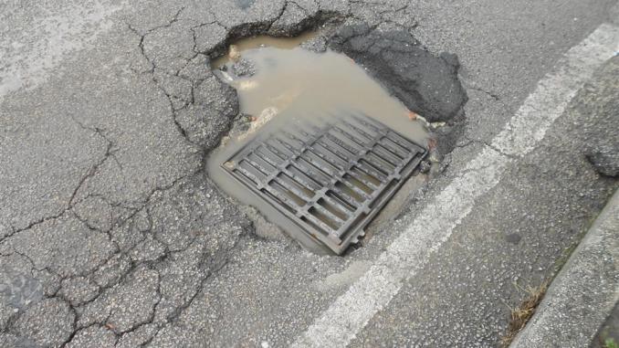Umbria, regione bucata, strade distrutte, sono più le buche che i residenti