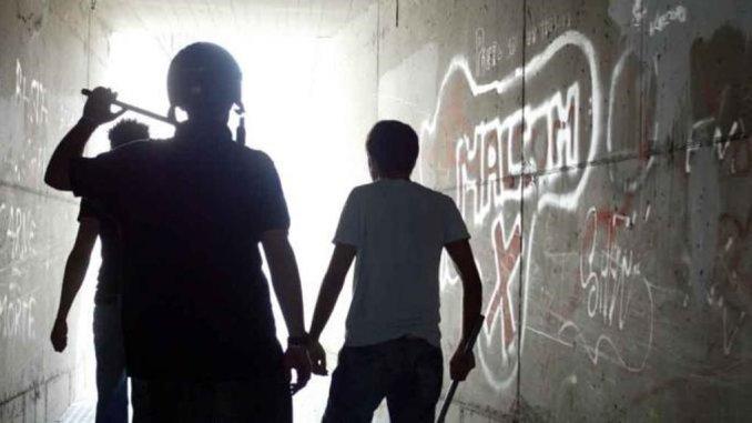 Bullismo a scuola, ragazzino dà pugno a compagno, denunciato 14enne
