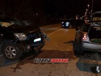 Incidente a Bastia Umbra, brutto impatto tra auto, due feriti