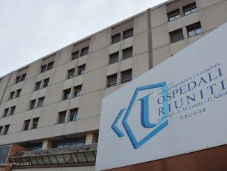 Neonato trasferito in ambulanza ad Ancona ha anomalia cardiaca