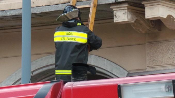 Aiuto mio figlio non risponde e arrivano Vigili del fuoco, 113 e 118, ma in realtà...