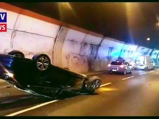 Incidente in galleria a Madonna Alta, auto si ribalta per tamponamento