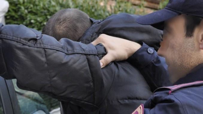 Cocaina e soldi in auto, Squadra mobile di Perugia arresta spacciatore albanese