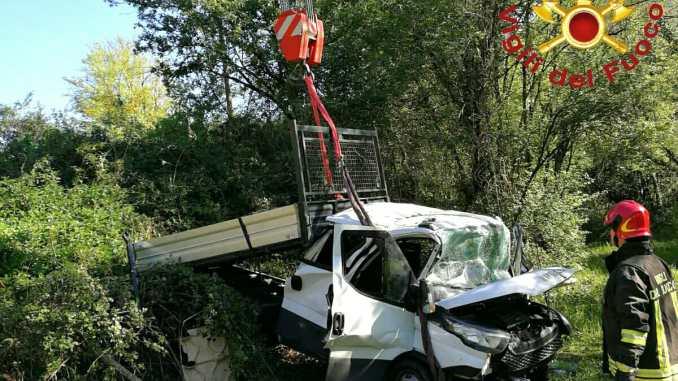 Incidente sulla Terni Rieti, furgone in scarpata, 6 feriti