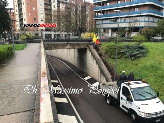 Cade un pezzo di cordolo da ponte via Mentana a Perugia, nessun ferito