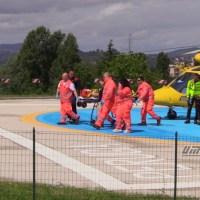 Cade dal palo delle telefonia, gravissimo operaio di 58 anni, soccorso da elicottero Icaro