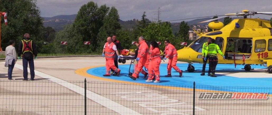 Incidente con parapendio in Valnerina, elisoccorso trasporta ferito in ospedale a Perugia
