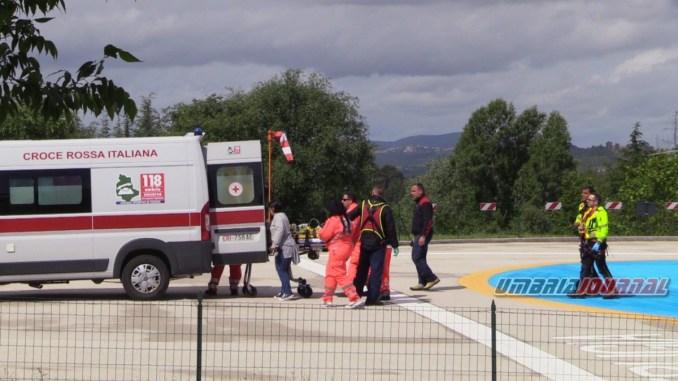 Auto si schianta contro un palo, incidente stradale nei pressi dell'ospedale di Perugia