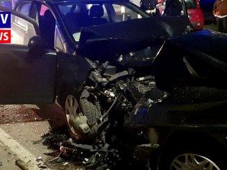 Incidente, frontale tra due auto a Perugia, un uomo estratto dalle lamiere